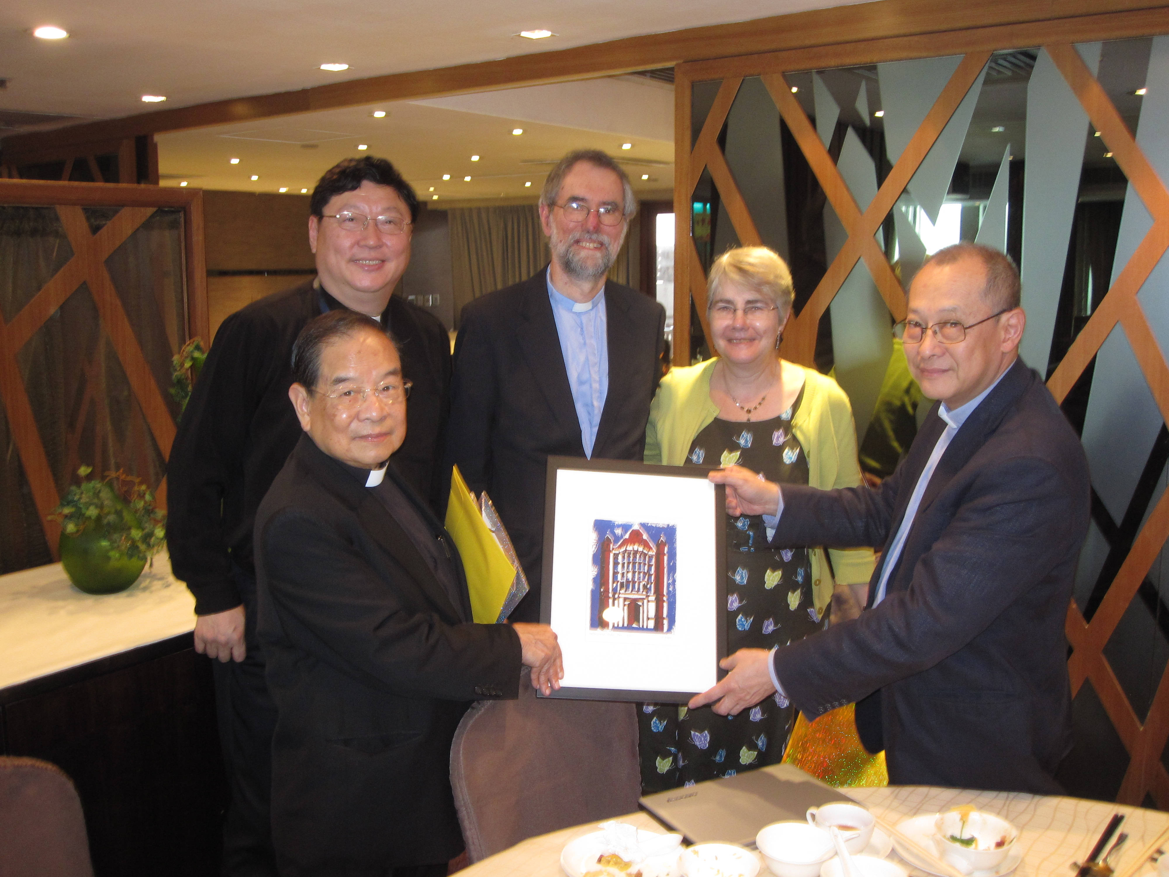 HC.14 Presenting the President with WH linocut. Also Revd LI Pong-kwong and Revd CHANG Tak-cheung 22mar15