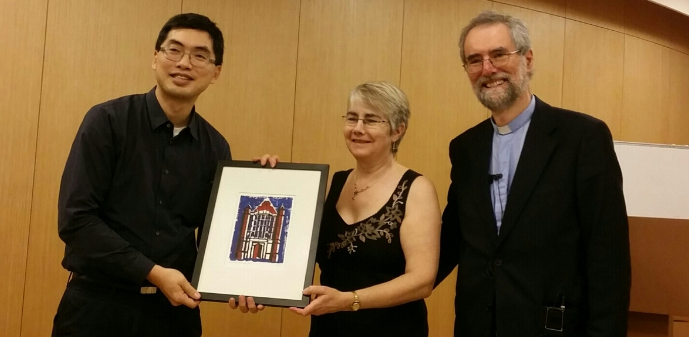 HC.3 Wilsons presenting Prof YING Fuk-tsang with WH linocut 19mar125-1